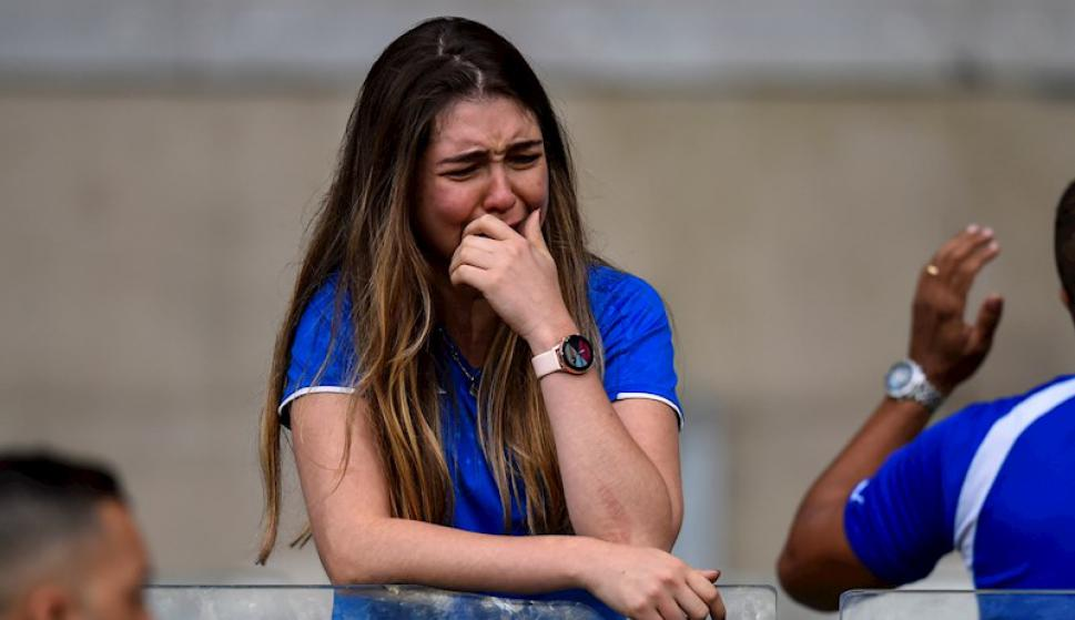 Los hinchas del Cruzeiro desconsolados ante el descenso de su equipo. Foto: EFE.