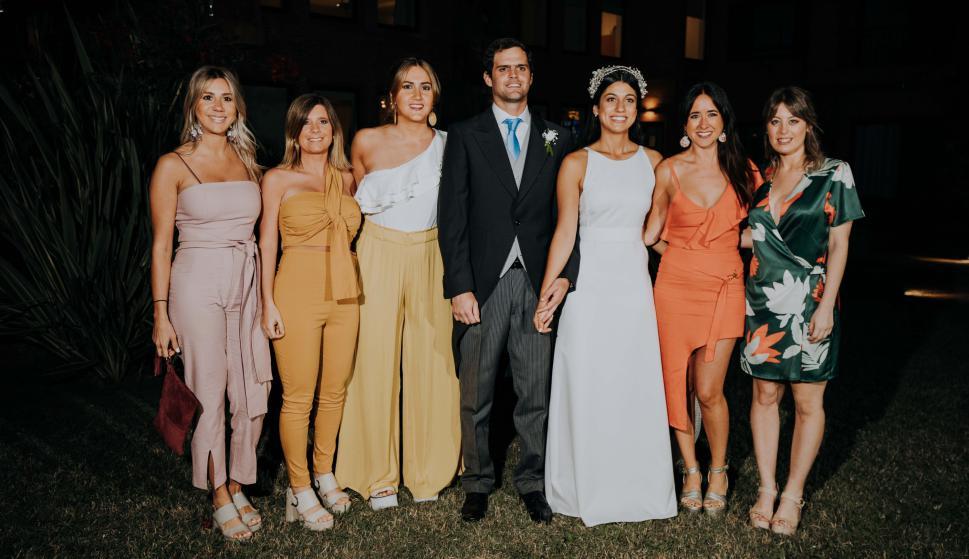 Luciana Formento, Macarena Passadore, Agustina Repetto, los novios, Florencia Ventos, Josefina Masoller.