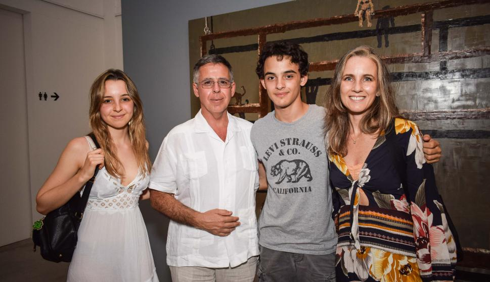Catalina, Fabián  e Ismael Ibarburu, Natalia Techera.