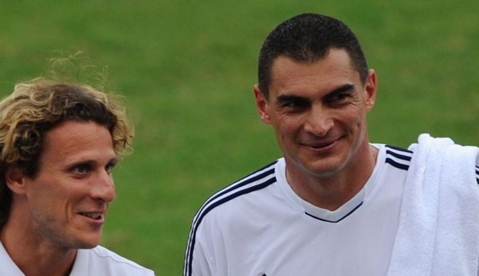 Diego Forlán y Faryd Mondragón en una imagen que publicó el colombiano. Foto: Archivo.