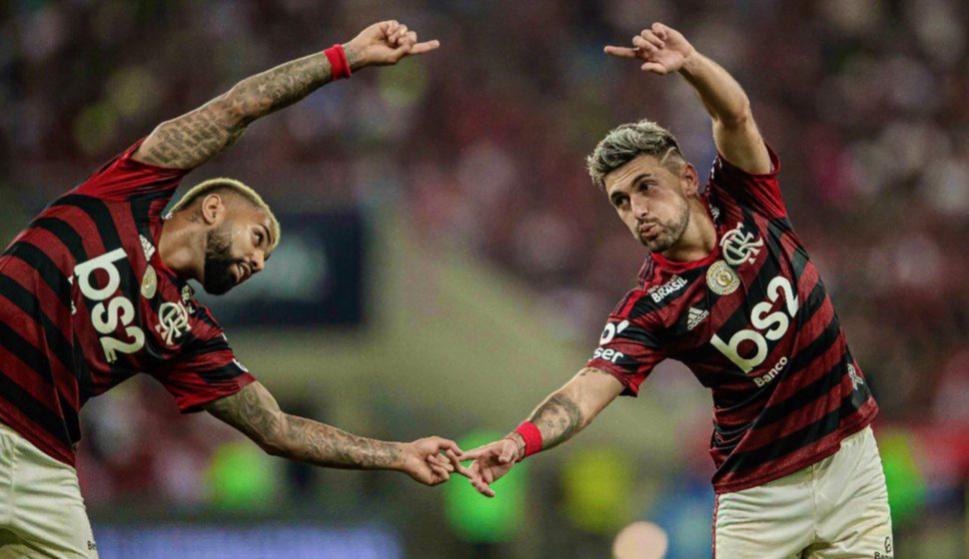 """Gabigol y Giorgian De Arrascaeta en el Flamengo celebrando un gol del """"Mengao"""". Foto: @Flamengo."""