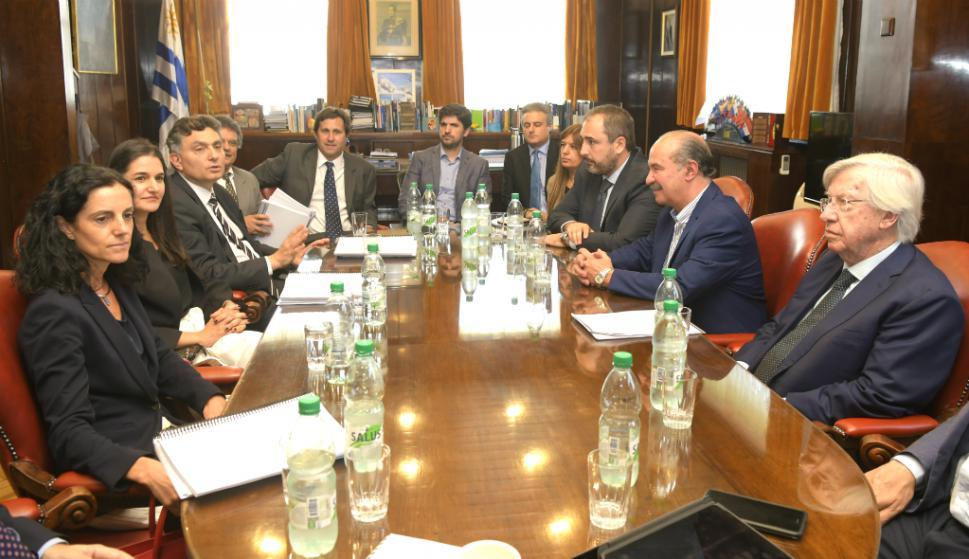 Las actuales autoridades del MEF salieron al cruce del nuevo gobierno por la evaluación de la situación económica que hereda. Foto: Marcelo Bonjour