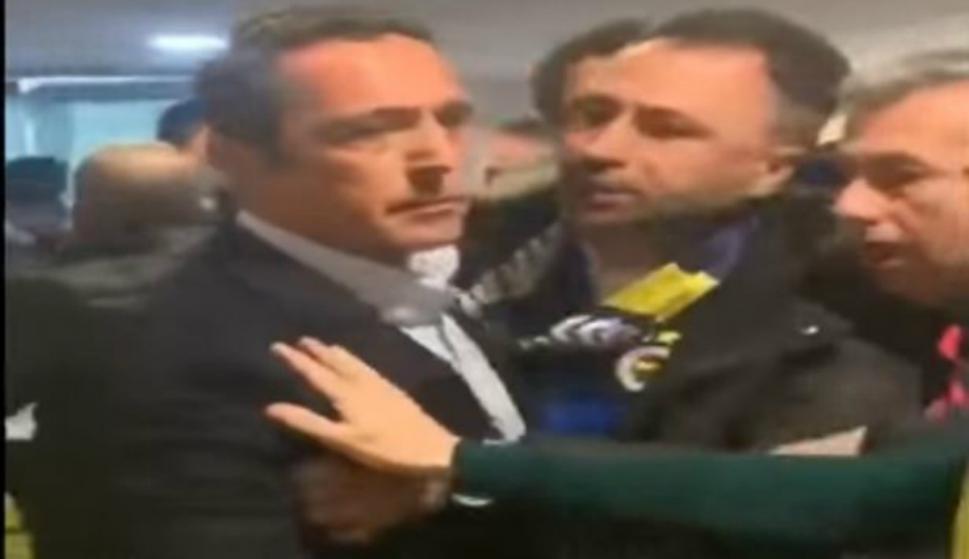 El presidente del Fenerbahce quiso pelearse con los hinchas