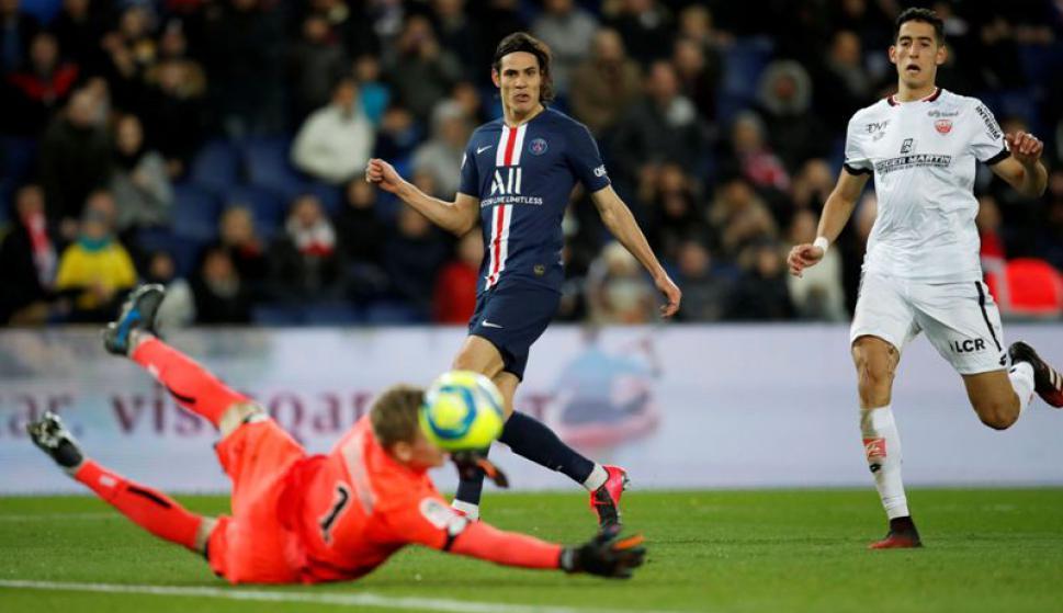 Edinson Cavani en el duelo entre PSG y Dijon. Foto: Reuters.