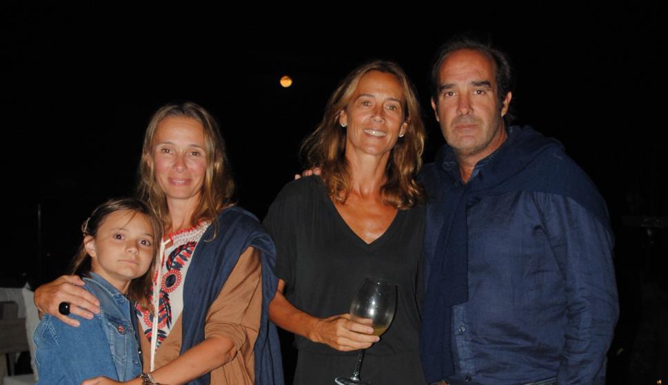 Esperanza y Julieta Martín, Lucila y Fernando Peralta.