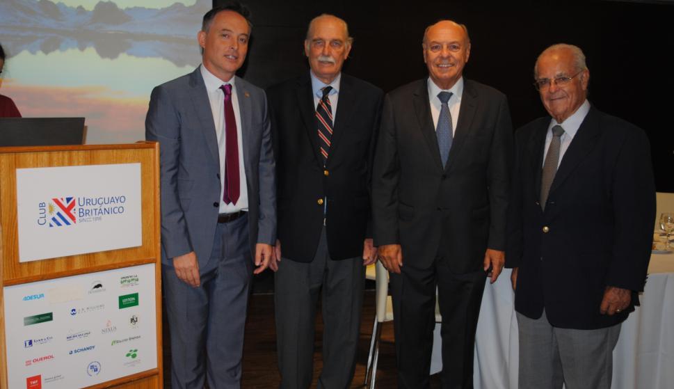 Embajador de Reino Unido Ian Duddy, Roberto Steneri, Daniel Varese, Américo Deambrossi.
