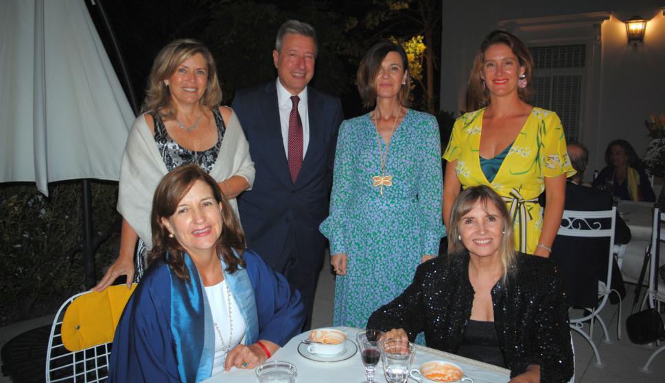 Mónica Bouzut, Betina Etchegaray, Marcela Strub, Eduardo Bouzut, Elena Vila, Esperanza Summers.