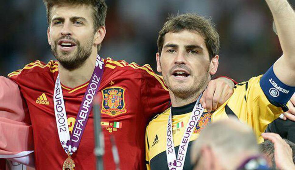Gerardo Piqué junto a Iker Casillas. Foto: EFE.