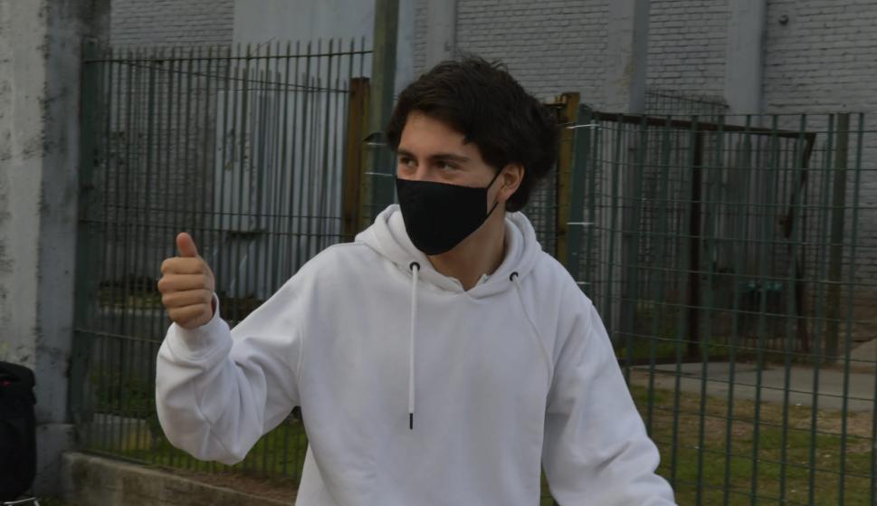 Facundo Pellistri luego de hacerse el hisopado en el Centenario. Foto: Leonardo Mainé.