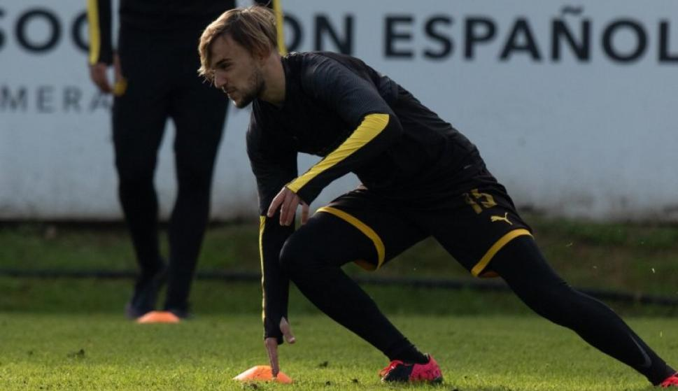 Ezequiel Busquets en el entrenamiento de Peñarol. Foto: @OficialCAP.