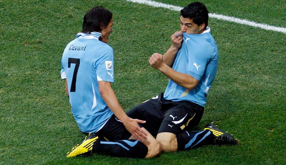 Los amigos del gol: así llegaban Edinson Cavani y Luis Suárez al Mundial de Sudáfrica. Foto: Archivo El País