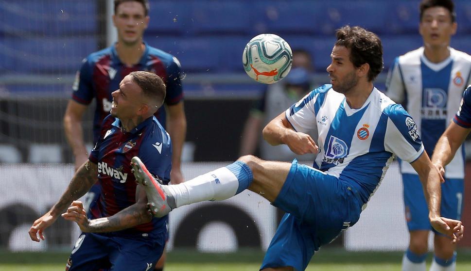 Leandro Cabrera en el encuentro entre Espanyol y Levante. Foto: EFE.