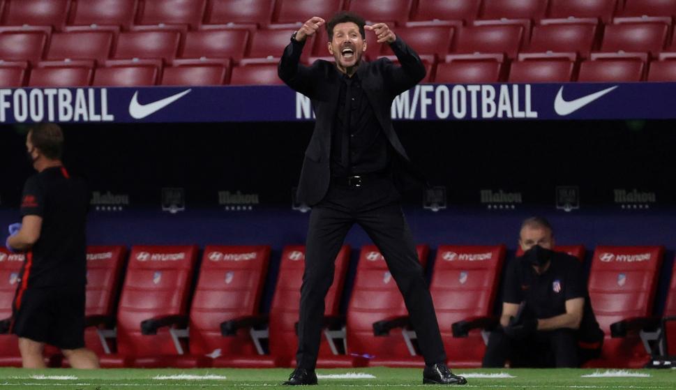 Diego Pablo Simeone en el banco de suplentes del Atlético de Madrid. Foto: EFE.