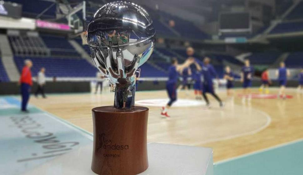 El trofeo de la Liga Endesa de básquetbol de España. Foto: TVE.