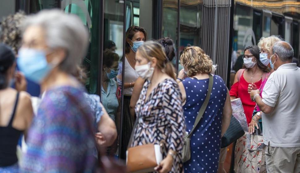 Suiza obliga al uso de tapabocas en el transporte público. Foto: EFE