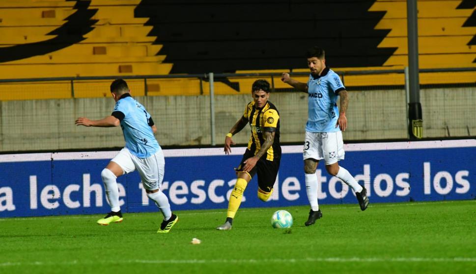 Wanderers le ganó a un desconcertado Peñarol y lidera el Apertura en  solitario - Ovación - 30/08/2020 - EL PAÍS Uruguay