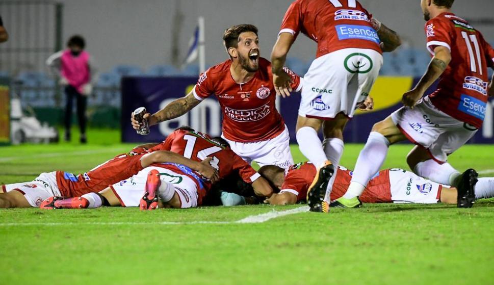 """Rentistas 1 (3) - Liverpool 1 (2): el corazón del """"Bicho Colorado"""" pudo más y es finalista"""