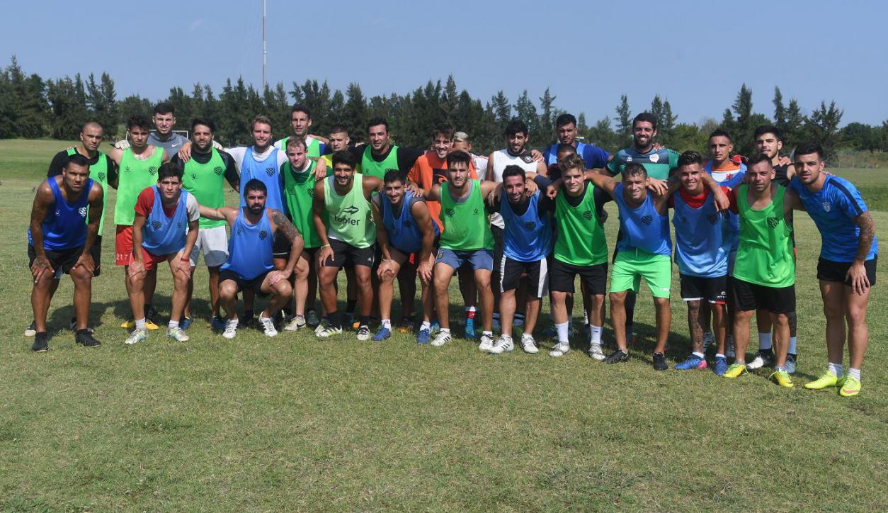 790f6b6e8c30c La otra cara del fútbol uruguayo  el desafío de los futbolistas libres