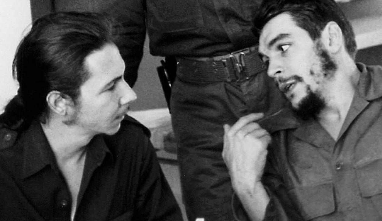 Raúl Castro y Ernesto Che Guevara. Foto: Archivo El País