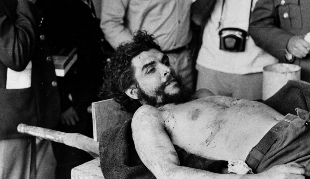 El cadáver del Che asesinado en Bolivia. Foto: Archivo El País
