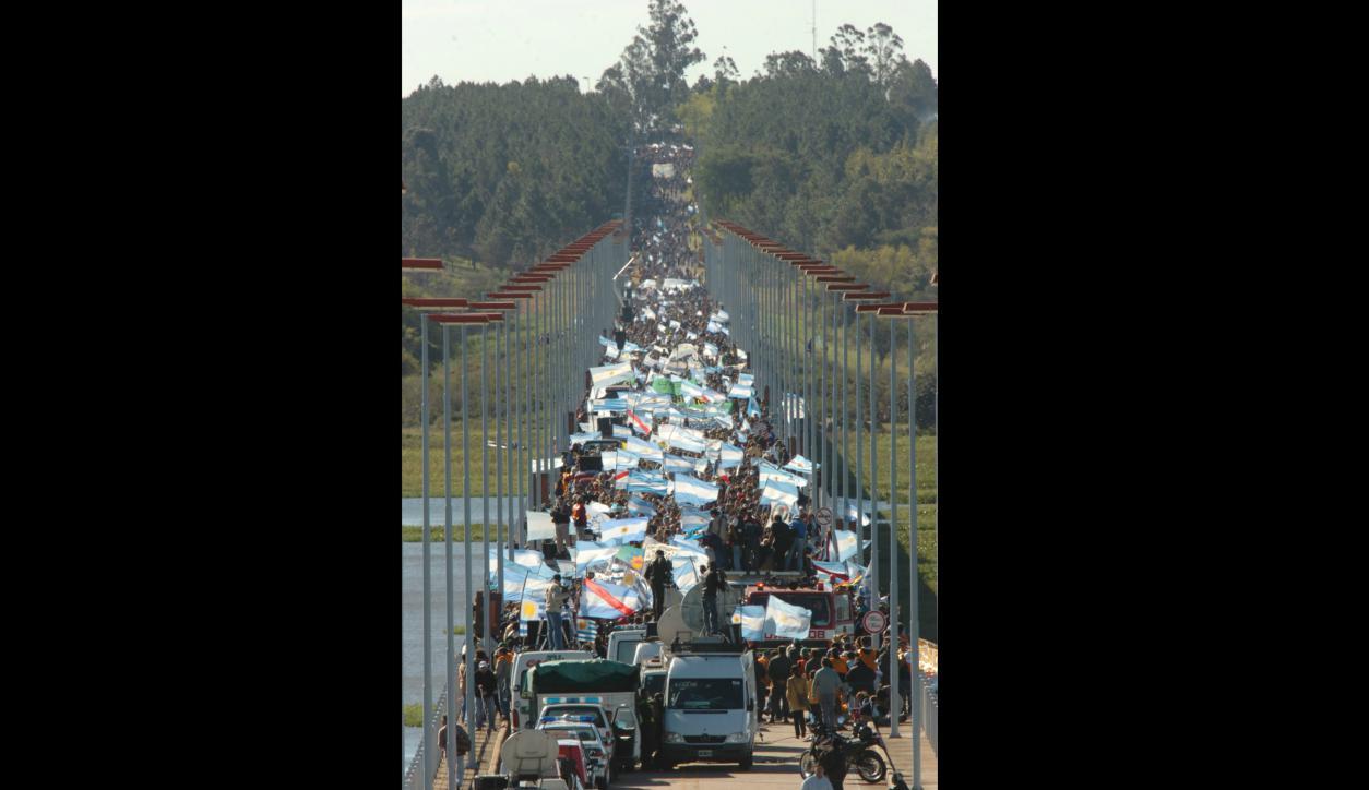 Marcha de los ambientalistas de Gualeguaychú contra la planta de UPM. Foto: José Luis Bello