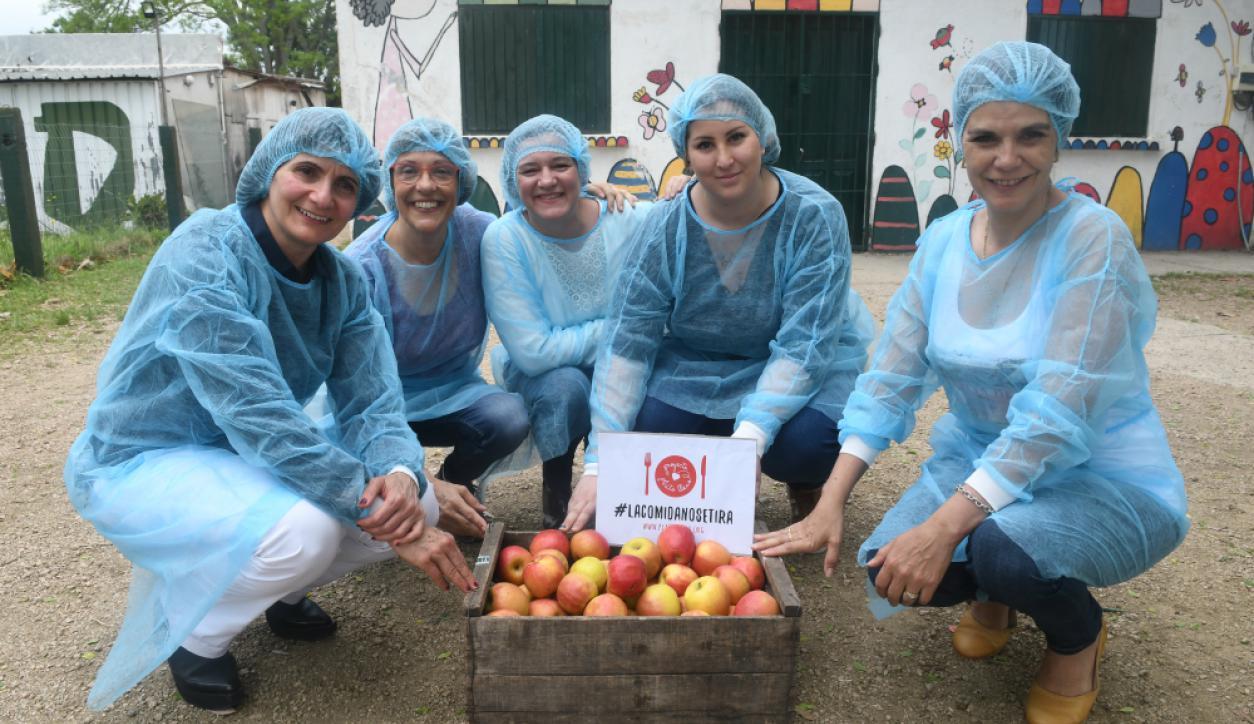 Las voluntarias de la Red Plato Lleno de Montevideo en el Centro Quebracho.