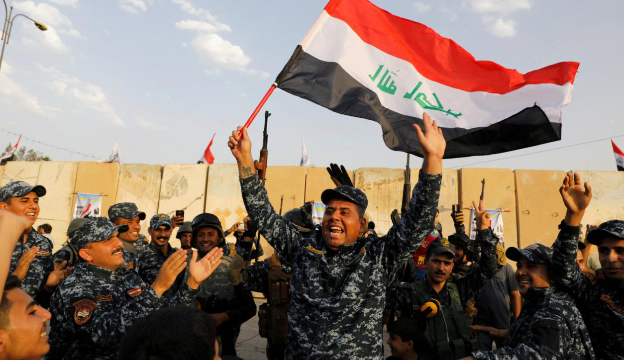 Militares iraquíes celebran el triunfo sobre el Estado islámico. Foto: Reuters.