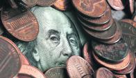 Bancos debieron vender dólares para hacerse de pesos. Foto: Archivo.