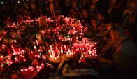 Miles de personas rindieron homenaje a las víctimas de los atentados en Cataluña. Foto: AFP