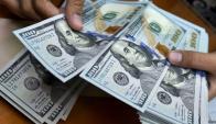 """El dólar bajó 2,1% """"punta a punta"""" durante 2016. Foto: AFP"""