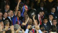 Barcelona levantó la Copa del Rey tras vencer a Alavés. Foto: Reuters.
