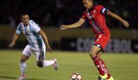 Atlético Tucumán enfrentó a El Nacional con camisetas de la selección argentina. Foto: AFP
