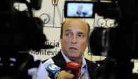 Daniel Martínez en conferencia de prensa. Foto: Darwin Borrelli
