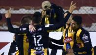 Los jugadores de The Strogest festejan tras uno de sus goles. Foto: AFP