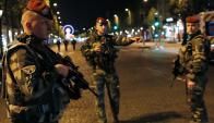 Los Campos Elíseos fueron cerrados al público por la Policía. Foto: Reuters