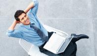 De la mano. Cuanto más contentas están las personas, más producen y más ganas de permanecer en la empresa tienen. (Foto: Shutterstock)