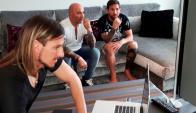 Sampaoli y Messi observando videos de Uruguay en casa del 10. Foto: @argentina