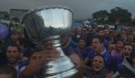 Defensor Sporting salió campeón del Apertura y celebró en el Capurro. Foto: Gerardo Pérez