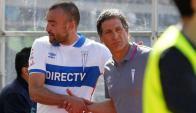 Santiago Silva no consigue un buen rendimiento en Universidad Católica. Foto: Emol.com