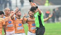 Julián Perujo fue expulsado ante Wanderers y se descontroló. Foto: Marcelo Bonjour
