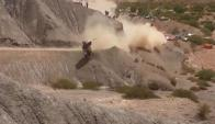 Carlos Sainz volcó y debió abandonar el Rally Dakar. Foto: Captura de Video