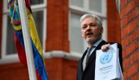Julian Assange en la Embajada de Ecuador. Foto: AFP.