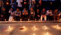 Homenaje a víctimas de ataque en Kabul. Foto: Reuters