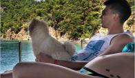 Patricia Callero, Fernando Muslera y su mascota, de vacaciones