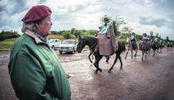 Mario Musto, comisario de la prueba, ve bien los caballos. Foto: Fagner Almeida
