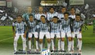 El once de Atlético Tucumán con seis suplentes. Foto: @ATOficial
