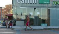 """Local del Cambio Nelson de Punta del Este muestra el cartel de """"cerrado"""". Foto: R. Figueredo"""