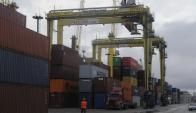 Terminal: creció carga y descarga de contenedores en el puerto. Foto: A. Colmegna