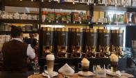 Variedad. La empresa ofrece mezclas de café de variado origen. (Foto: Ariel Colmegna)