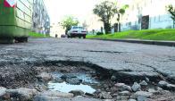 """Calles: IMM dice que no le corresponde repararlas por ser """"internas"""". Foto: M. Bonjour"""